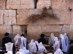 300px-Jews-pray-in-the-Western-Wall-1
